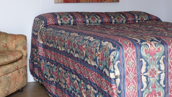 room_images/chambre_queen.jpg.555x313_q90_crop-smart.jpg